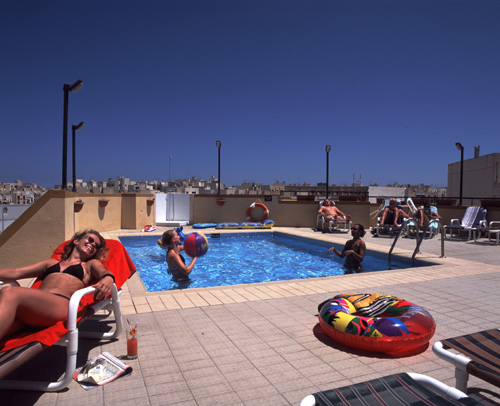 sprachcaffe_st_pauls_bay_swimming_pool